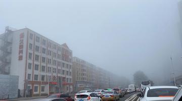 长春现大雾天气 楼宇若隐若现