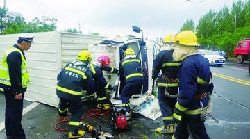 驾驶员被困 长春市消防成功救援