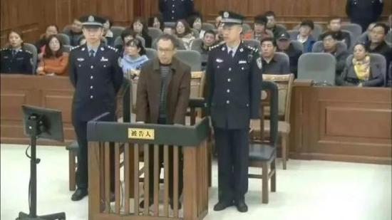 王成忠在庭审现场。
