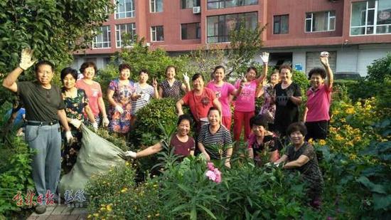 良园小区的居民们在改善小区环境