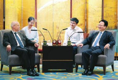 近日,省委副书记、省长景俊海在长春会见德国驻华大使葛策。 本报记者邹乃硕摄