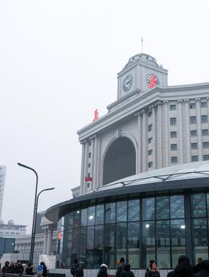 长春站南广场换乘中心正式启用