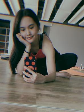 杨丞琳晒健身照马甲线清晰