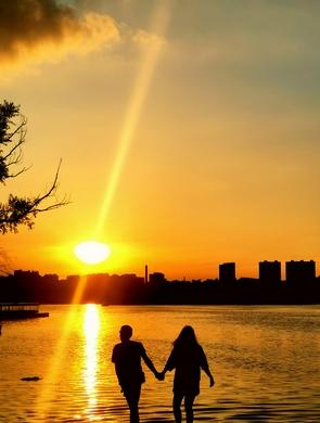 落日余晖下 游醉美南湖