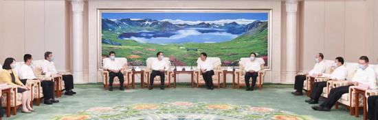 6月11日,吉林省委书记巴音朝鲁,吉林省委副书记、省长景俊海在长春市会见国务院安委会第二考核巡查组一行