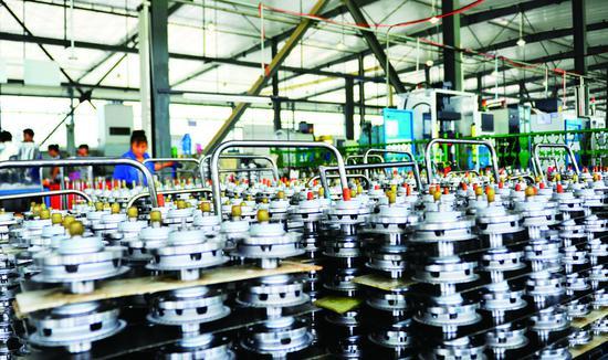 吉林省通用机械(集团)有限责任公司汽车零部件生产车间。 贾春文 摄
