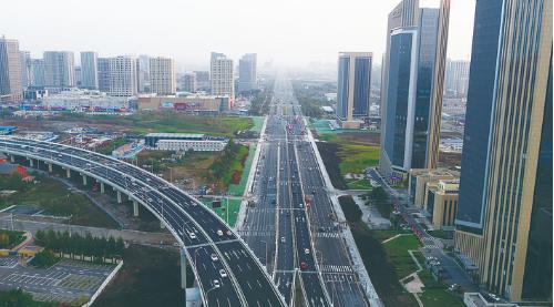 东部快速路南延工程(生态大街辅路及慢行系统、生态东街上下桥匝道)9月30日通车。 (长春市建委供图)