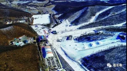 """今年,莲花山度假区将突出""""冰雪+""""概念,大力发展冰雪旅游产业。图为世茂莲花山滑雪场。"""
