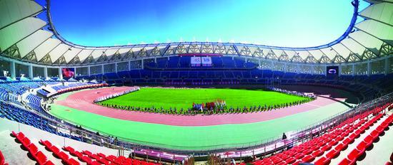 体育场总占地面积1.99万平方米,建筑面积6.65万平方米,总座位数3.43万个。苑激刚 摄