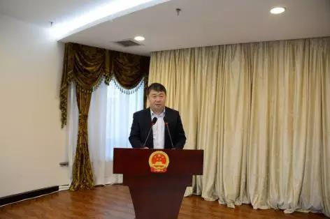 新当选的白山市互联网业联合会会长、党委书记黄庆国表态发言