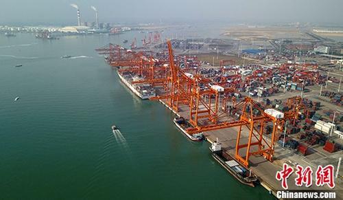 图为广西钦州保税港区码头。(资料图片) 中新社记者 俞靖 摄