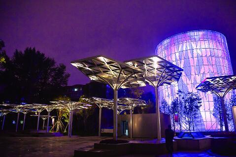 夜色中的水文化生态园。