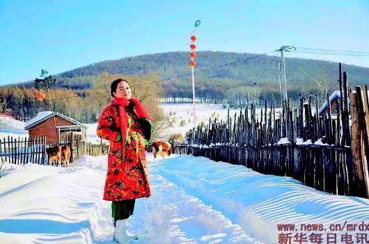 ▲杨凤艳在二合雪乡。新华社发