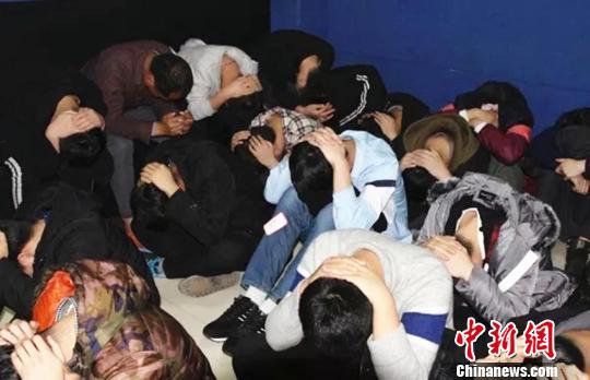 警方共清除15个传销窝点,共抓获传销人员89名。 警方供图 摄