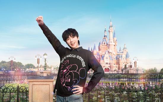 刘宇宁在上海迪士尼度假区