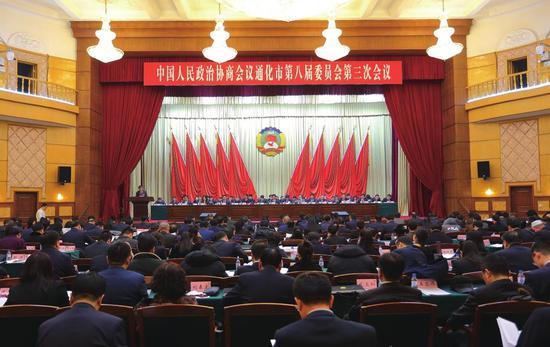 中国人民政治协商会议通化市第八届委员会第三次会议现场 裴虹荐摄