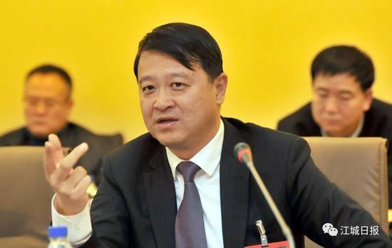 吉林市委书记王庭凯参加市十六届人大四次会议永吉代表团分组审议。记者 闫斌