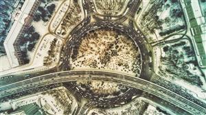 7日,长春市内迎来又一场降雪,雪中的南湖广场树林银装素裹分外妖娆。 张扬 摄