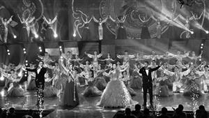 6日,2018长春市春节联欢晚会在长春电视台演播中心录制,载歌载舞的表演为春城市民送去新春的美好祝福。 苑激刚 摄