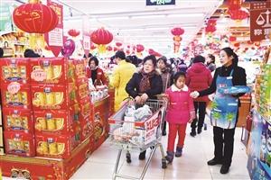 节日期间市民在商场购物。 张扬 摄