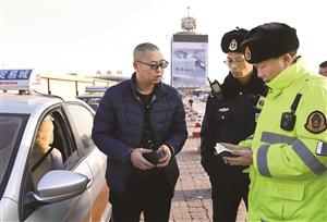 被吊销从业资格证的司机仍从事出租车经营被发现。 孙建一 摄