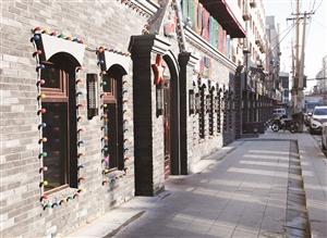 27日,位于朝阳区桂林路的津门风情街举行开街仪式。目前,已经有18家特色店入驻,经营60多种天津特色美食和商品。 孙建一 摄