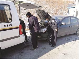 民警帮忙。 资料图片