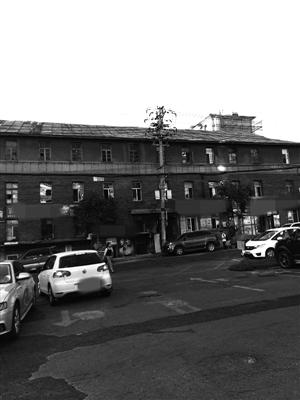 老式居民楼外观看上去显得十分破旧。李子涵 摄