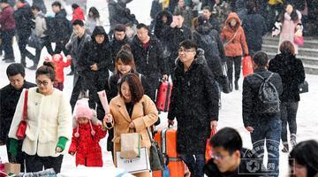 长春火车站返程旅客风雪众生相