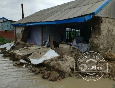 8月2日大安暴雨洪涝导致民房坍塌