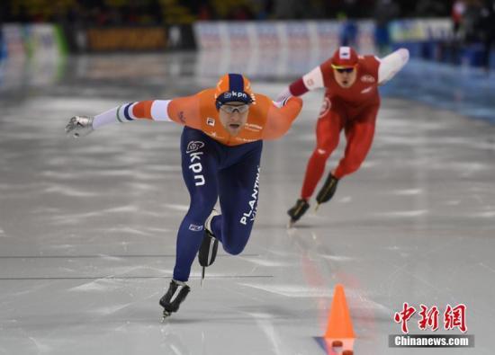 3月4日,为期两天的2018国际滑联速度滑冰短距离世锦赛在长春落幕。挪威名将哈·洛伦森与荷兰名将约·德·莫斯分获男女全能冠军。本次比赛吸引来自中国、韩国、日本、美国、加拿大、荷兰、德国、英国、挪威、芬兰等15个国家的运动员参赛。 张瑶 摄