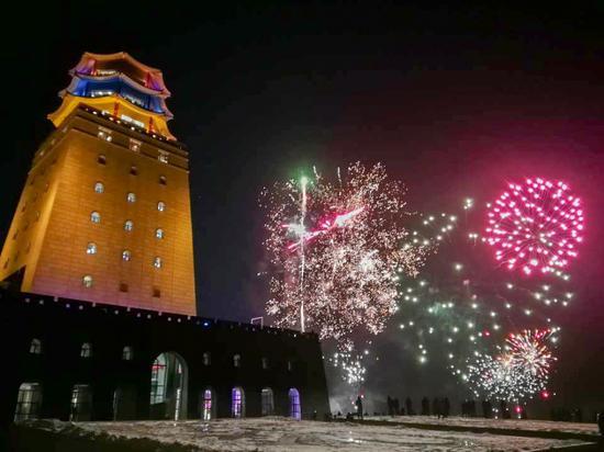 新年元旦 6000余名游客齐聚珲春迎曙光