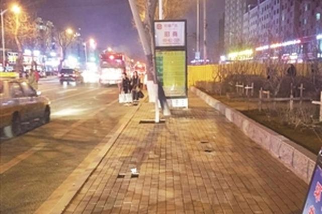 """柳影路32个公交候车亭集体""""失踪"""""""