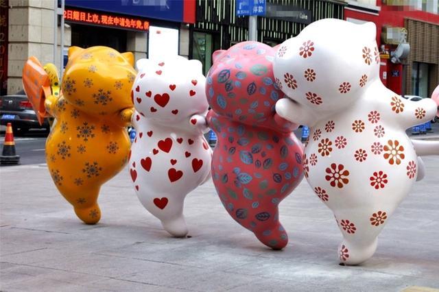今天做文艺青年 小浪带你看重庆路艺术雕塑