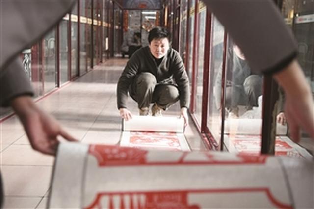 """长春小伙纸刻水浒""""108将""""足有41米长"""