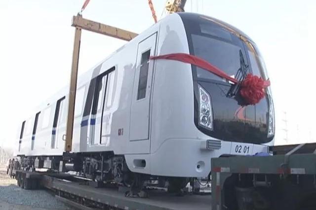 """长春地铁2号线首列车""""蓝精灵""""运抵"""