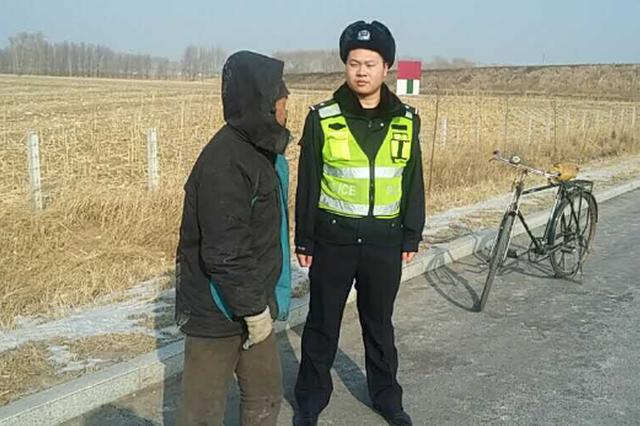 高速交警妥善处置两起行人及自行车上高速违法行为