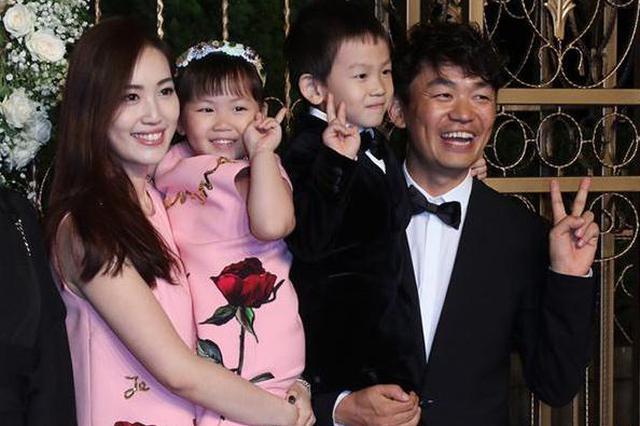 王宝强马蓉离婚案宣判 婚生子女分别由两人抚养