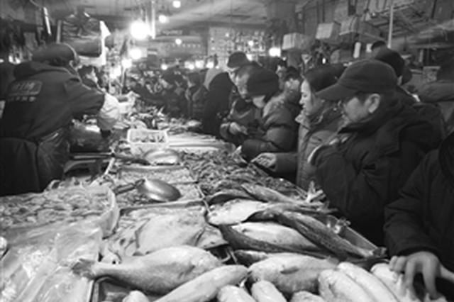 长春春节市场 糖果干果卖得俏 鲜美海鱼最受捧