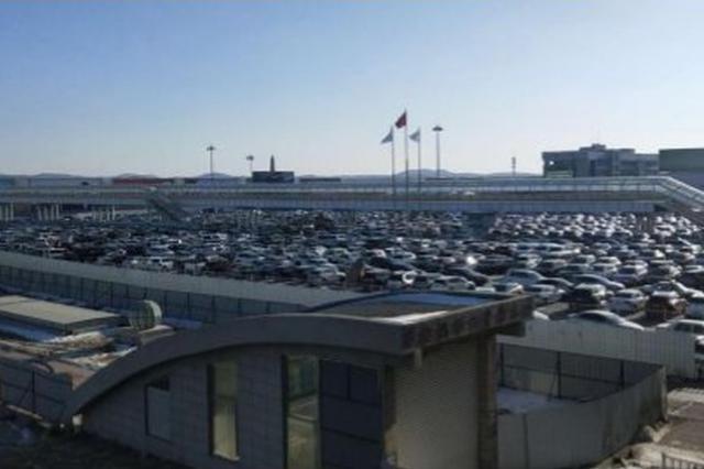 长春龙嘉机场停车场车辆已溢满
