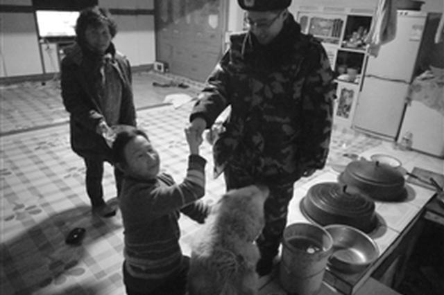 """珲春市民金毛犬走失 """"警民微信群""""搭桥寻回爱犬"""