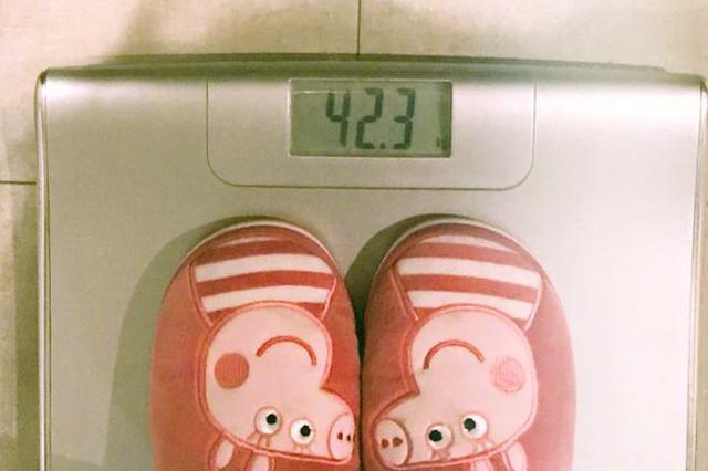 佟丽娅感叹自己年后变胖 晒上秤照仅85斤