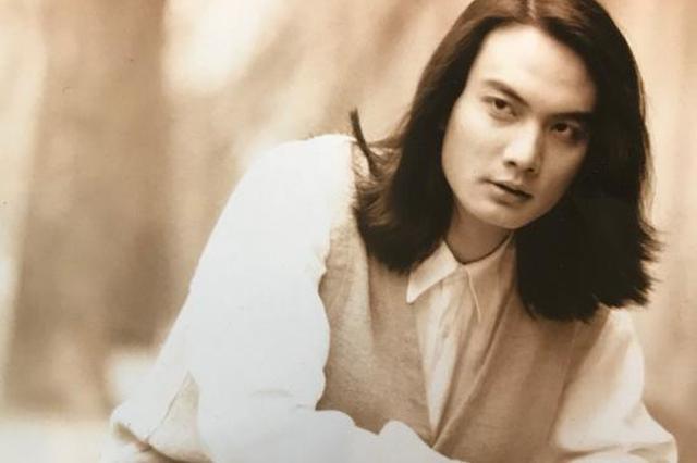 李泉晒旧照文风范十足 长发飘逸似漫画中的美男子