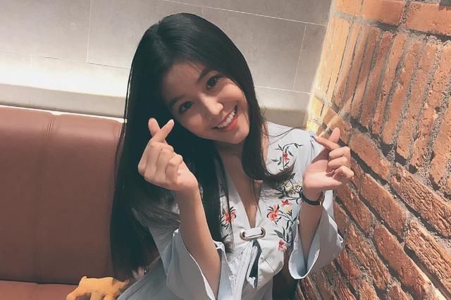 """越南16岁美女高中生走红 获赞""""零缺点女神"""""""