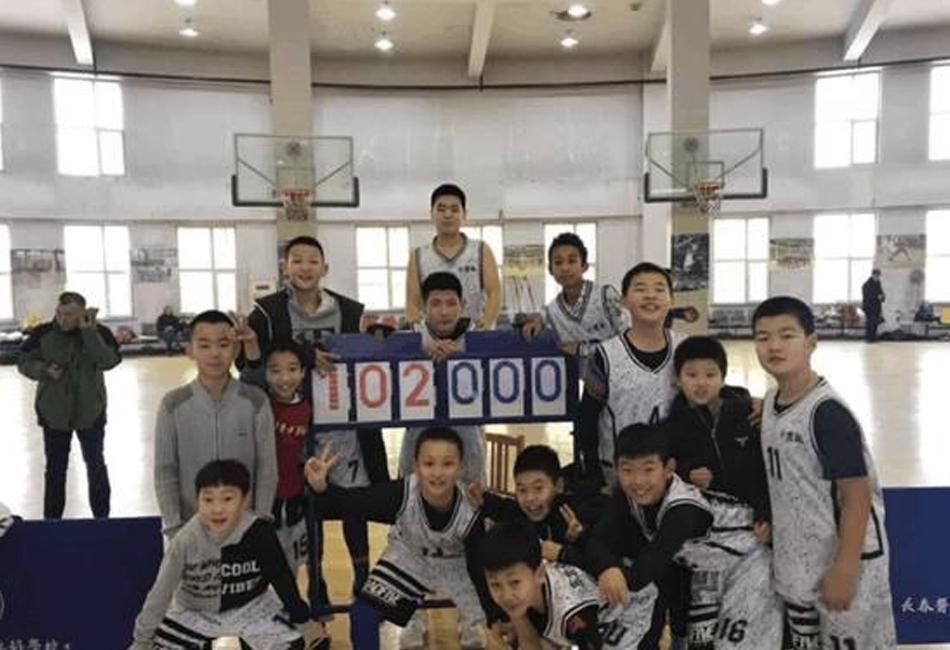 吉林小学生篮球赛102-0横扫对手