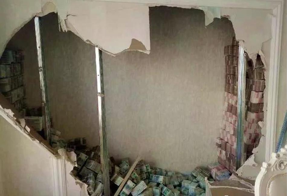 松原警方破案拆墙挖出6400万元