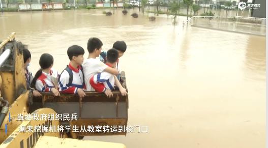 彭泽400名师生被困,救援队伍合力解救。