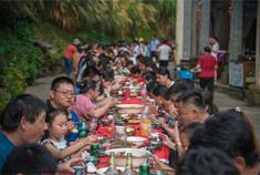 篁嶺天街宴,百米長桌宴吃的是鄉愁