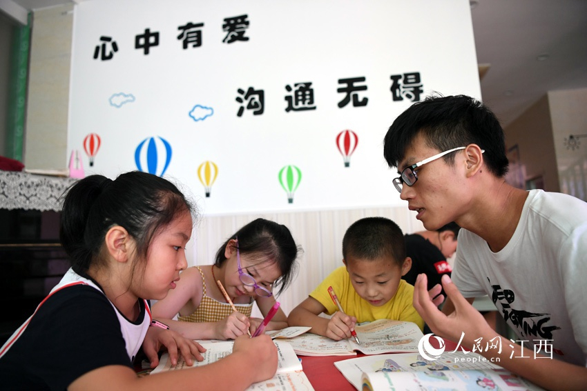 """听力障碍孩童""""星语心愿"""" 我想有台人工耳蜗"""