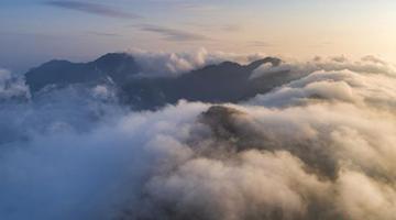 鸟瞰江西庐山壮观云海 波澜壮阔排山倒海